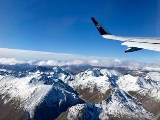 Flieger-ueber-Schnee